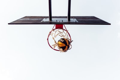 バスケットボールのゴールシーン